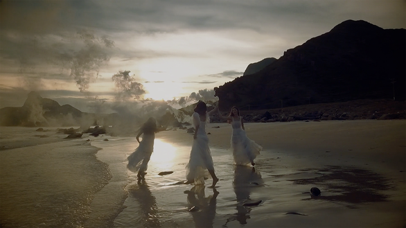 Những thước phim thời trang đẹp mơ màng của Chung Thanh Phong - Ảnh 8.
