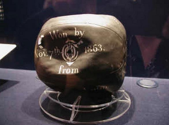 Ai đã phát minh ra quả bóng tròn? - Ảnh 3.
