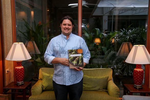 Báo Thái Lan giới thiệu sách về món chay Việt của đầu bếp Canada - Ảnh 1.