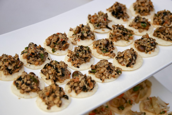 Báo Thái Lan giới thiệu sách về món chay Việt của đầu bếp Canada - Ảnh 9.