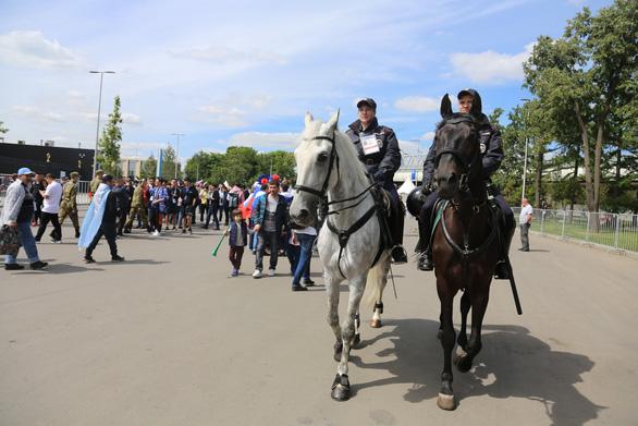 Cảnh sát đi ngựa có phải để 'làm kiểng' ở World Cup 2018? - Ảnh 3.