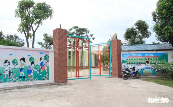 Cô giáo đồng loạt quỳ, có trách nhiệm địa phương cho mở lớp chui - Ảnh 2.