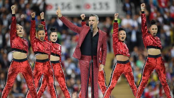 Giơ 'ngón tay thối' tại World Cup Robbie Williams có thể bị phạt tiền - Ảnh 1.