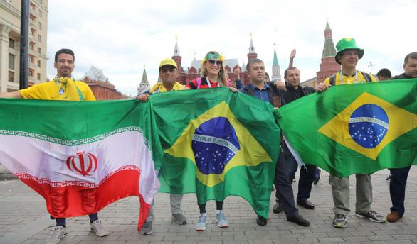 Xem người Nga kiếm tiền từ bữa tiệc bóng đá World Cup 2018 - Ảnh 1.