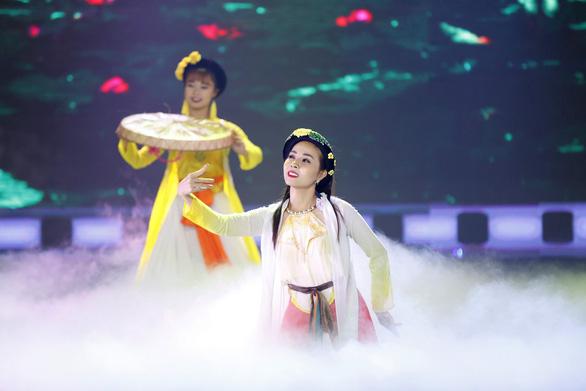 Á hậu Băng Khuê bất ngờ với giọng hát như ca sĩ ở Gương mặt điện ảnh - Ảnh 6.