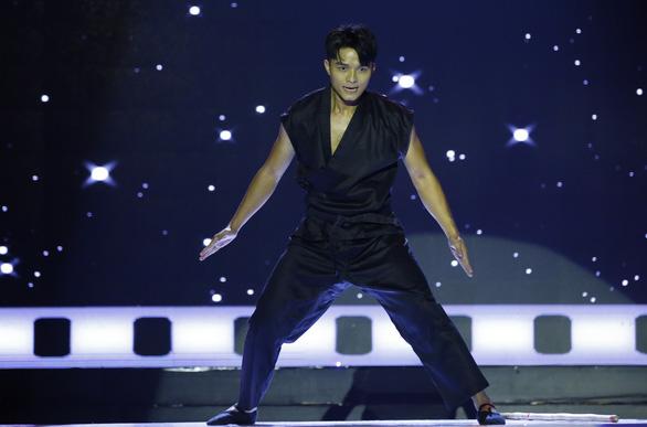 Á hậu Băng Khuê bất ngờ với giọng hát như ca sĩ ở Gương mặt điện ảnh - Ảnh 9.