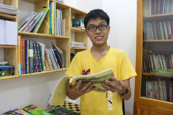 Trần Nguyễn Nam Hưng - Chàng thủ khoa với 4 điểm 10 môn toán - Ảnh 1.