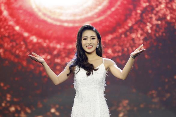 Á hậu Băng Khuê bất ngờ với giọng hát như ca sĩ ở Gương mặt điện ảnh - Ảnh 5.