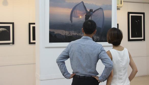 Thái Phiên: Nhiếp ảnh khoả thân đâu là hoa thơm đâu là cỏ dại? - Ảnh 4.