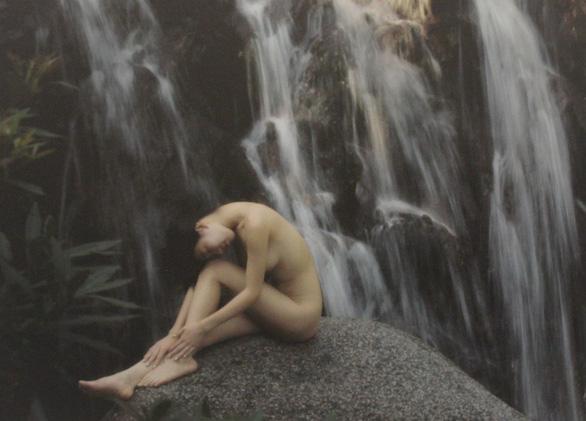 Thái Phiên: Nhiếp ảnh khoả thân đâu là hoa thơm đâu là cỏ dại? - Ảnh 10.