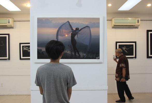 Thái Phiên: Nhiếp ảnh khoả thân đâu là hoa thơm đâu là cỏ dại? - Ảnh 2.