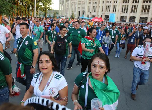Cầu thủ Mexico ghi bàn, các bóng hồng Mexico ghi điểm - Ảnh 6.
