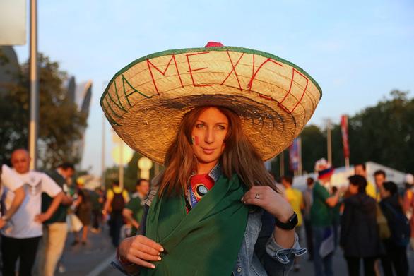 Cầu thủ Mexico ghi bàn, các bóng hồng Mexico ghi điểm - Ảnh 10.