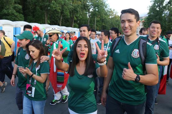 Cầu thủ Mexico ghi bàn, các bóng hồng Mexico ghi điểm - Ảnh 11.