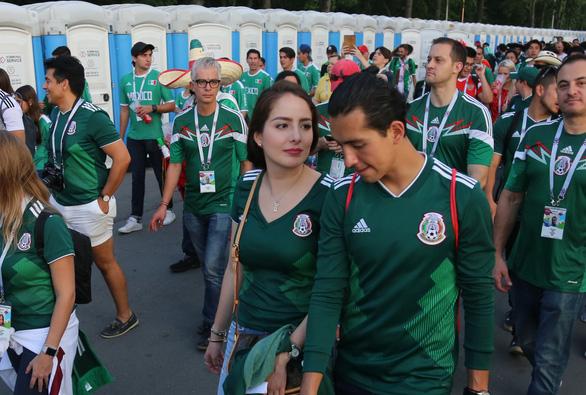 Cầu thủ Mexico ghi bàn, các bóng hồng Mexico ghi điểm - Ảnh 12.