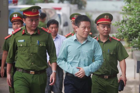 Xử phúc thẩm ông Đinh La Thăng trong vụ PVN mất 800 tỉ - Ảnh 2.