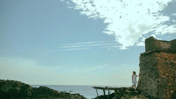 Jun Vũ hát ả đào, Đinh Ngọc Diệp hoang mang với teaser Người bất tử - Ảnh 14.