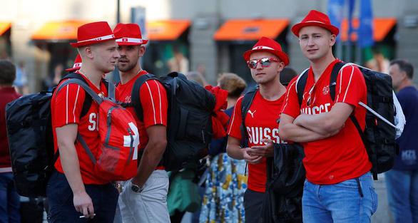 Cổ động viên Thụy Sĩ đặt nhầm khách sạn cách sân World Cup 1.200 km - Ảnh 2.