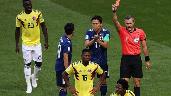 Lục tung hồ sơ trọng tài đẹp trai phạt thẻ đỏ Colombia phút thứ 3 - Ảnh 2.