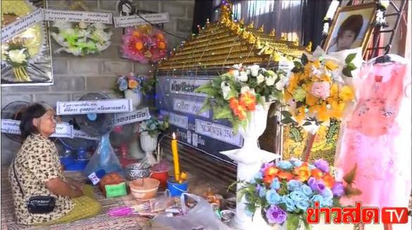 Bị cô giáo bỏ quên trên xe hơi, bé gái Thái Lan chết ngạt - Ảnh 3.