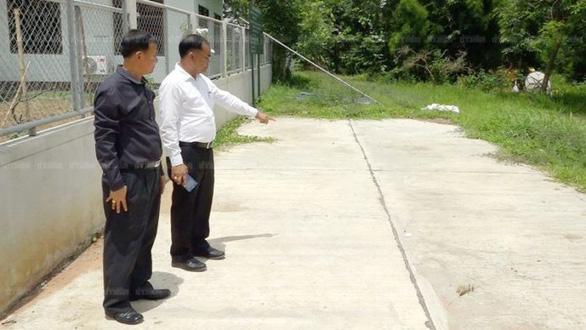 Bị cô giáo bỏ quên trên xe hơi, bé gái Thái Lan chết ngạt - Ảnh 4.