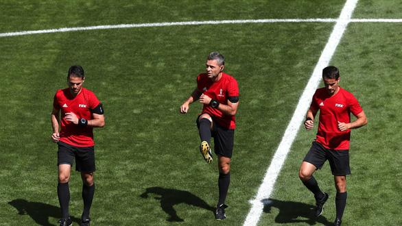Lục tung hồ sơ trọng tài đẹp trai phạt thẻ đỏ Colombia phút thứ 3 - Ảnh 9.