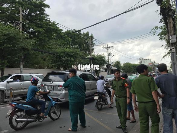 Nổ tại trụ sở Công an phường 12 Tân Bình, 1 nữ cán bộ bị thương - Ảnh 1.