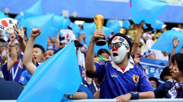 Cổ động viên Nhật lại ghi điểm sau khi dọn rác ở World Cup - Ảnh 1.