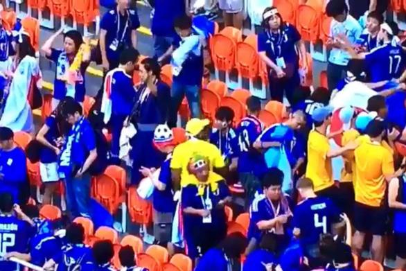 Cổ động viên Nhật lại ghi điểm sau khi dọn rác ở World Cup - Ảnh 3.