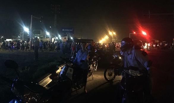 Không tin 2 nữ sinh bị tai nạn, người nhà mang quan tài tới công an - Ảnh 1.