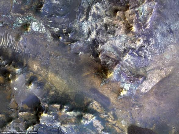 Đụn cát màu xanh bí ẩn trên Sao Hỏa - Ảnh 7.