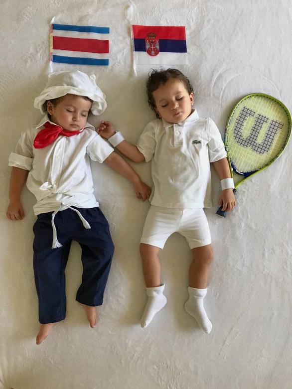 Mẹ hoá trang 2 con sinh đôi thành các đội đối kháng World Cup - Ảnh 9.