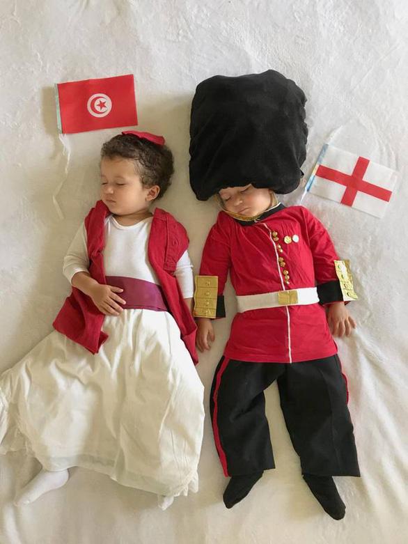 Mẹ hoá trang 2 con sinh đôi thành các đội đối kháng World Cup - Ảnh 10.