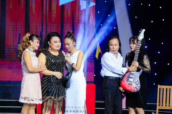 22-6: Fan nhí tặng quạt Bích Phương, Thanh Hằng từng hát lô tô để sống - Ảnh 10.