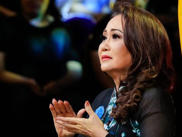22-6: Fan nhí tặng quạt Bích Phương, Thanh Hằng từng hát lô tô để sống - Ảnh 11.