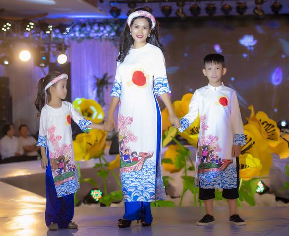 Chị 'Nguyệt thảo mai' lần đầu kể chuyện cổ tích bằng áo dài - Ảnh 2.