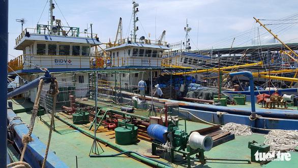 Đổ nợ vì tàu dịch vụ hậu cần nằm bờ - Ảnh 2.