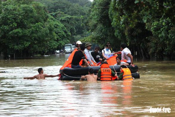Hà Giang bị mưa lũ chia cắt, 2 người thiệt mạng - Ảnh 5.