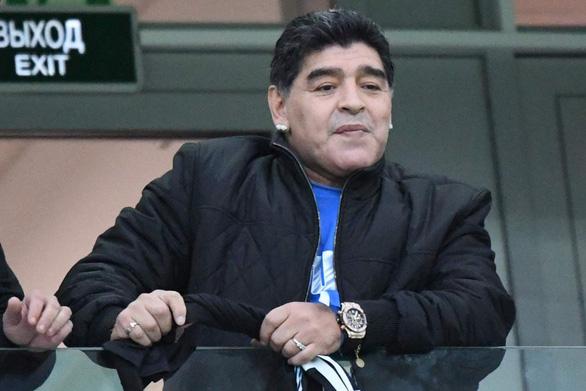 Maradona sốt ruột, muốn truyền lửa cho Messi và đàn em - Ảnh 1.