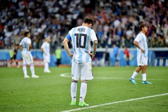 Maradona sốt ruột, muốn truyền lửa cho Messi và đàn em - Ảnh 4.