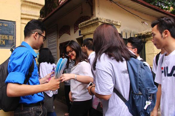 Hàng ngàn sinh viên tình nguyện sẵn sàng hỗ trợ sĩ tử - Ảnh 3.
