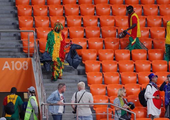 World Cup 2018: Fan Nhật và Senegal chung tay dọn rác sau trận đấu - Ảnh 2.