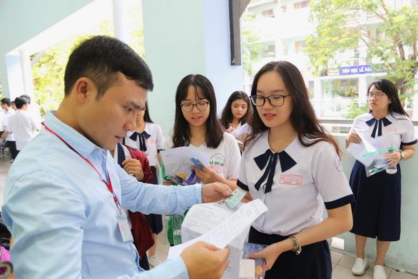 Sáng nay 925.000 thí sinh thi môn văn THPT quốc gia 2018 - Ảnh 12.