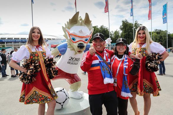 Không lọt vào World Cup, fan Trung Quốc vẫn đông hơn fan Anh tại Nga - Ảnh 1.