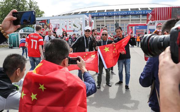 Không lọt vào World Cup, fan Trung Quốc vẫn đông hơn fan Anh tại Nga - Ảnh 2.