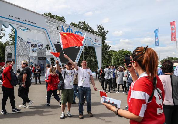 Không lọt vào World Cup, fan Trung Quốc vẫn đông hơn fan Anh tại Nga - Ảnh 4.