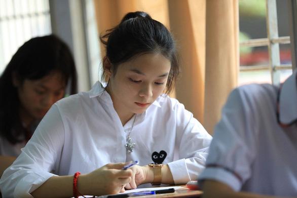 Thí sinh thoải mái bước vào thi toán THPT quốc gia 2018 - Ảnh 1.
