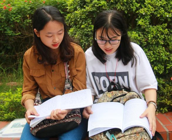 Sáng nay 925.000 thí sinh thi môn văn THPT quốc gia 2018 - Ảnh 11.