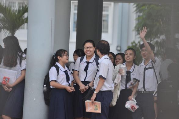 Sáng nay 925.000 thí sinh thi môn văn THPT quốc gia 2018 - Ảnh 5.