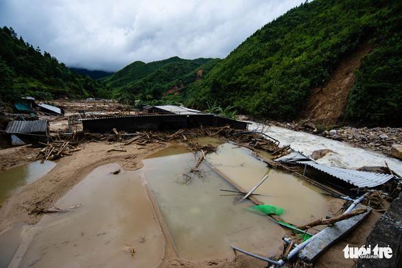 Trang trại cá hồi hàng chục tỉ trôi theo lũ, hoang tàn ở Tam Đường - Ảnh 3.
